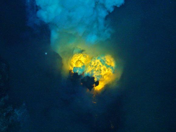 http://luzdoislam.com.br/images/articles/sea-volcano_1.jpg